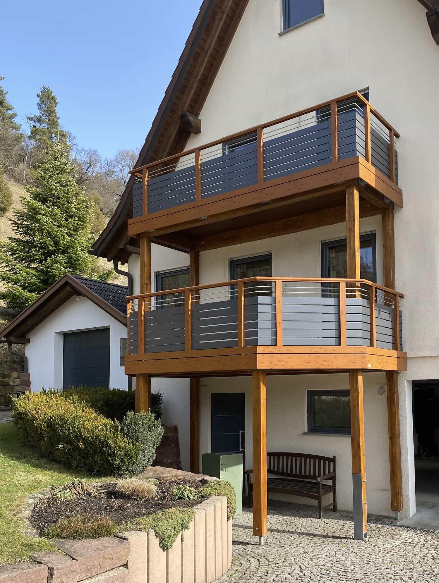 Balkongeländer Holzdekor Modern