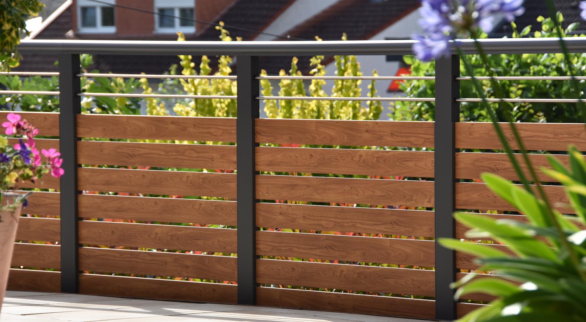 Balkongeländer Holzoptik Aluminium Innenansicht